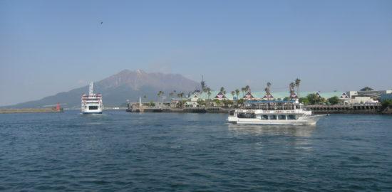 錦江湾観光遊覧船「クイーンズしろやま」に乗船して神瀬灯台砂浜の清掃活動をしよう!